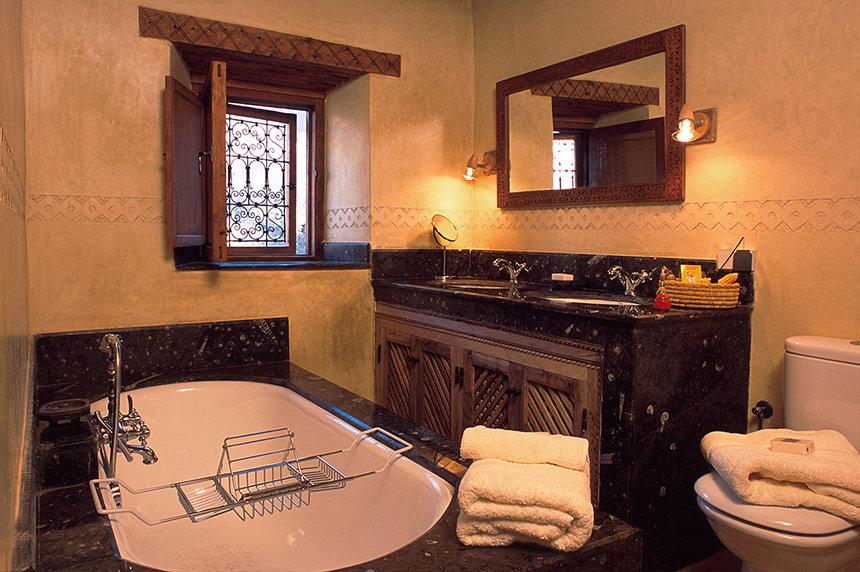 Apartment Suite bathroom, Kasbah du Toubkal