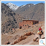 Approach to Azzaden Trekking Lodge